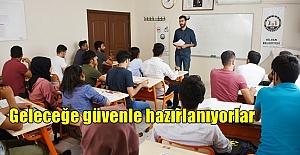 Hilvan'da Bilgi Evi öğrencileri YKS'ye Güvenle Hazırlanıyorlar