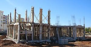 Büyükşehir Belediyesinin Hilvan'da İlçe Kütüphanesi İnşaatı Sürüyor