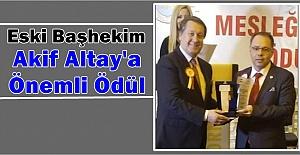 Eski Başhekim Altay'a Önemli Ödül