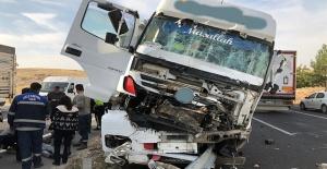 Şanlıurfa'da Tır ile otomobil çarpıştı: 1 yaralı