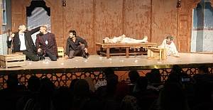 Şanlıurfa Şehir Tiyatrosu Sezonun İlk Oyununu Sergiledi