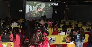 Resulayn'da Çocukların Sinema Keyfi