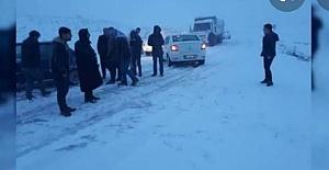 Şanlıurfa'da yoğun kar yağışı Yolları kapattı