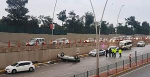 Haliliye'de trafik kazası, araç takla attı
