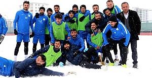 Karaköprü'da Futbolcuların Kar Keyfi