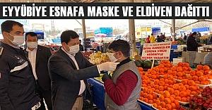 Eyyübiye'de Pazarcılara Eldiven ve Maske Dağıtıldı