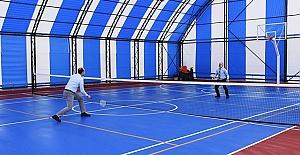 Rektör, Yardımcısıyla Badminton Maçı Yaptı