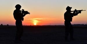 Terör Örgütü üyesi iki kişi Şanlıurfa sınırında teslim oldu