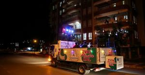 Karaköprü'de Sokağa Çıkamayanlar İçin Mobil Konser