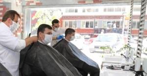 Yeni önlemler: Berber, kuaför, güzellik salonlarında müşteri ve çalışanlar konuşmayacak