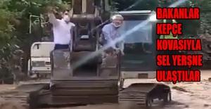 Bakan Soylu, Pakdemirli ve Kurum, sel felaketinde mahsur kalanların yanına kepçe ile ulaştı
