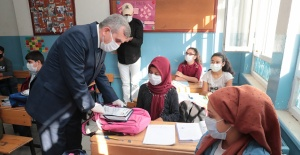 Urfa'da Öğrencilere  hijyen ve eğitim setleri verildi