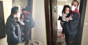 Evde mahsur kalan 2 çocuk kurtarıldı