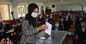 Siverek Belediye Başkanı seçilen Ayşe Çakmak'tan ilk açıklama