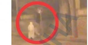 Harrankapı Mezarlığı'ndaki beyaz kıyafetli adam tedirgin etti