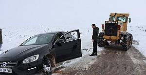 Urfa'da kar yağışı nedeniyle yolda mahsur kaldılar