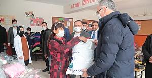 Eyyübiye'de Yüzlerce Öğrenciye Yardım Seti Dağıtıldı