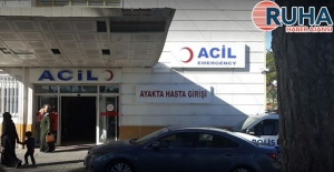 Şanlıurfa'da otomobil bariyerlere çarptı: 1 kişi öldü, 2 kişi yaralandı