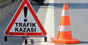 Viranşehir-Siverek Yolunda kamyonet ile otomobil çarpıştı: 6 kişi yaralandı