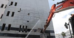 Büyükşehir Belediye Eski Binası İçerisindeki anılarıyla birlikte yıkılıyor