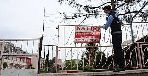 Urfa'da Zabıta Ekipleri Pano ve afişleri söktü