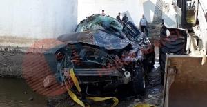 Siverekte otomobil köprüden uçtu:...