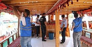 Ekipler Halfeti'deki Tur Teknelerine Sıkı Denetlediler