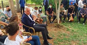Turizm Bakanı Ersoy'dan Urfa'da Öğrencilerle Buluştu