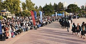 HRÜ'de Coşkulu Mezuniyet Kutlaması