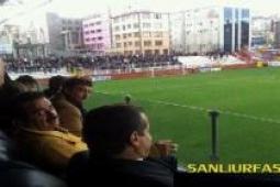 Tatlıses tribün'de Şanlıurfaspor Kartalspor maçını izledi