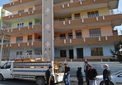 Şanlıurfa'da yeni bina çökme tehlikesi ile boşaltıldı VİDEO