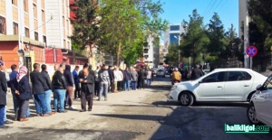 Şanlıurfa'da saat 05.00'te başlayan İŞKUR kuyruğu