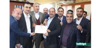 Viranşehir Belediye Başkanı Salih Ekinci, mazbatasını aldı