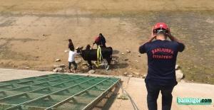 Kanala Düşen ineği İtfaiye Kurtardı