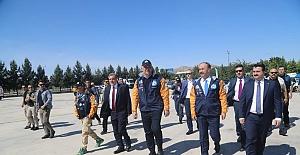 Kültür-Turizm Bakanı Ersoy, Rallicilerle Şanlıurfa'da şehir turu attı