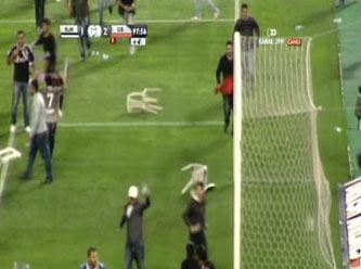 Beşiktaş taraftarı sahaya indi, Beşiktaş - Galatasaray maçı iptal