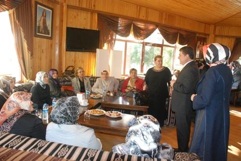 Güllüoğlu, seçim çalışmasında kadınlar ile buluştu