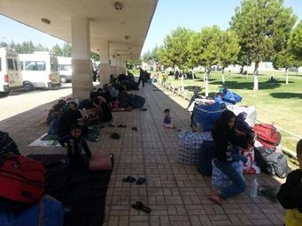 Otogara sığınan Suriyeli mülteciler yardım bekliyor