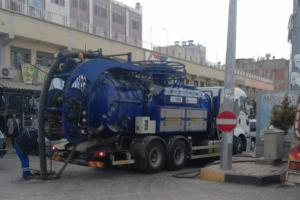 ŞUSKİ Birecik'te kanalizasyon temizleme çalışması yapıyor