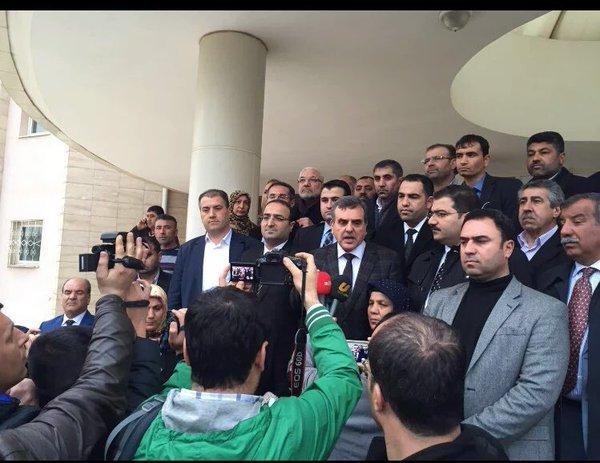 AK Parti Urfa Taşkilatları Adliyeye Çıkarma yaptı
