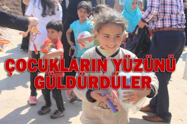 Urfa İnsani Yardım Platformu Süleyman Şah'taki 1000 Çocuğu Giydirdi