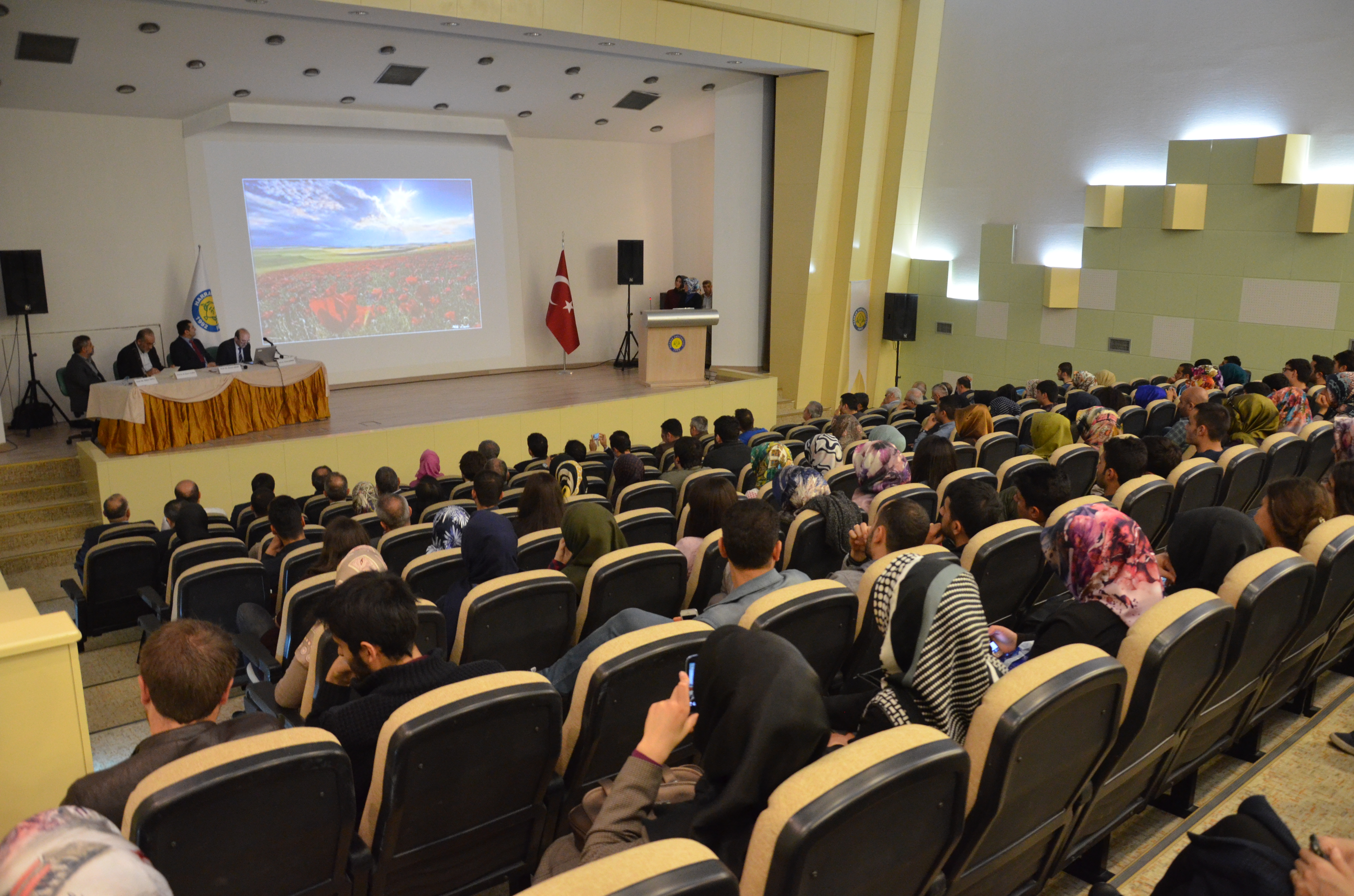 """Harran Üniversitesinde """"Bilimlerin Işığında Yaratılış"""" Paneli"""