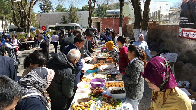 Urfa'nın Hilvan ilçesinde şehit aileleri yararına kermes düzenlendi