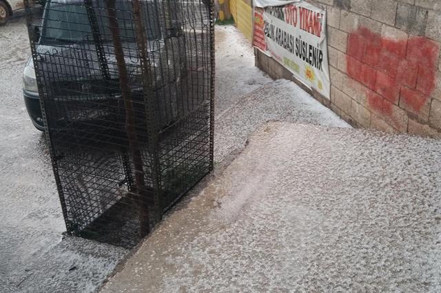 Viranşehir'de Dolu yağdı, hayat olumsuz etkilendi