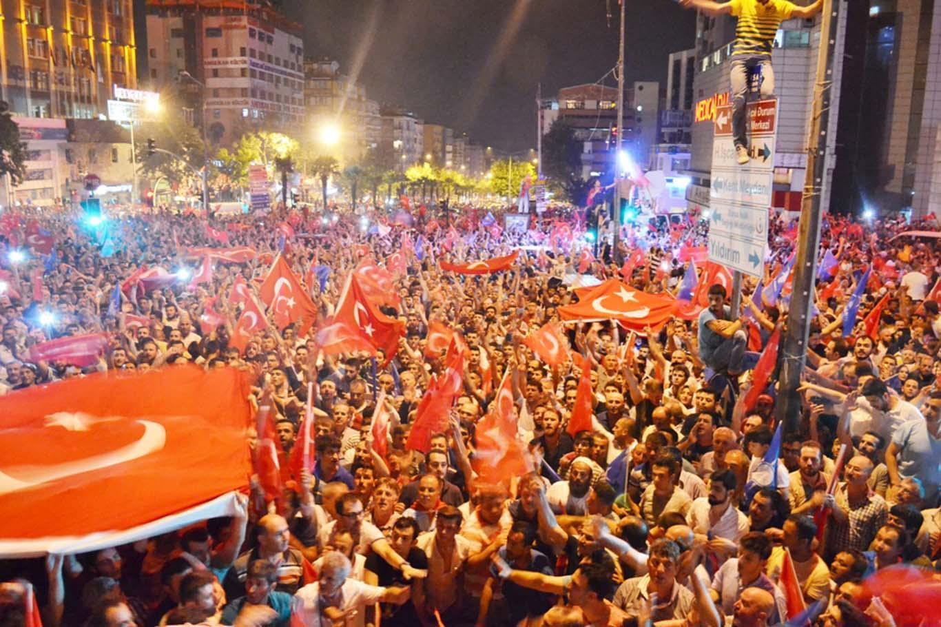 Bursa'da yüz binlerce kişi meydanlara indi