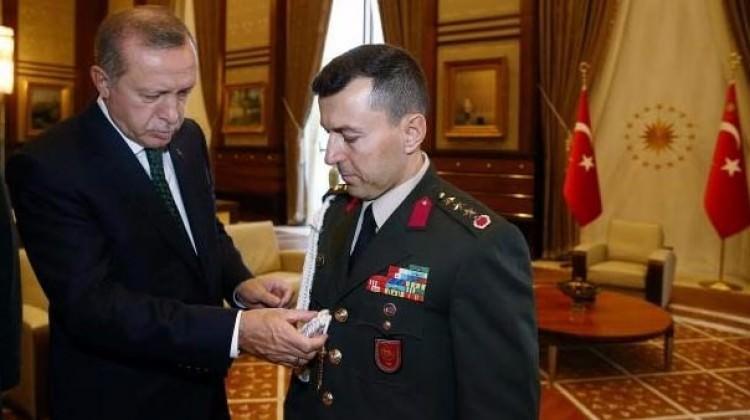 Başdanışman Malkoç Açıkladı: Erdoğan Yaverini niçin yanında götürmedi?